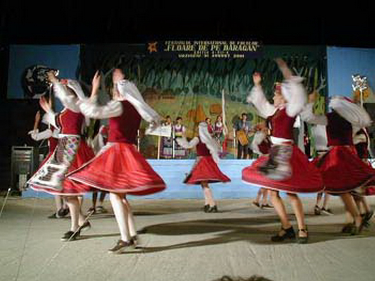 2001 - Ansamblul folcloric \'\'Makamliicheta\'\' - Bulgaria