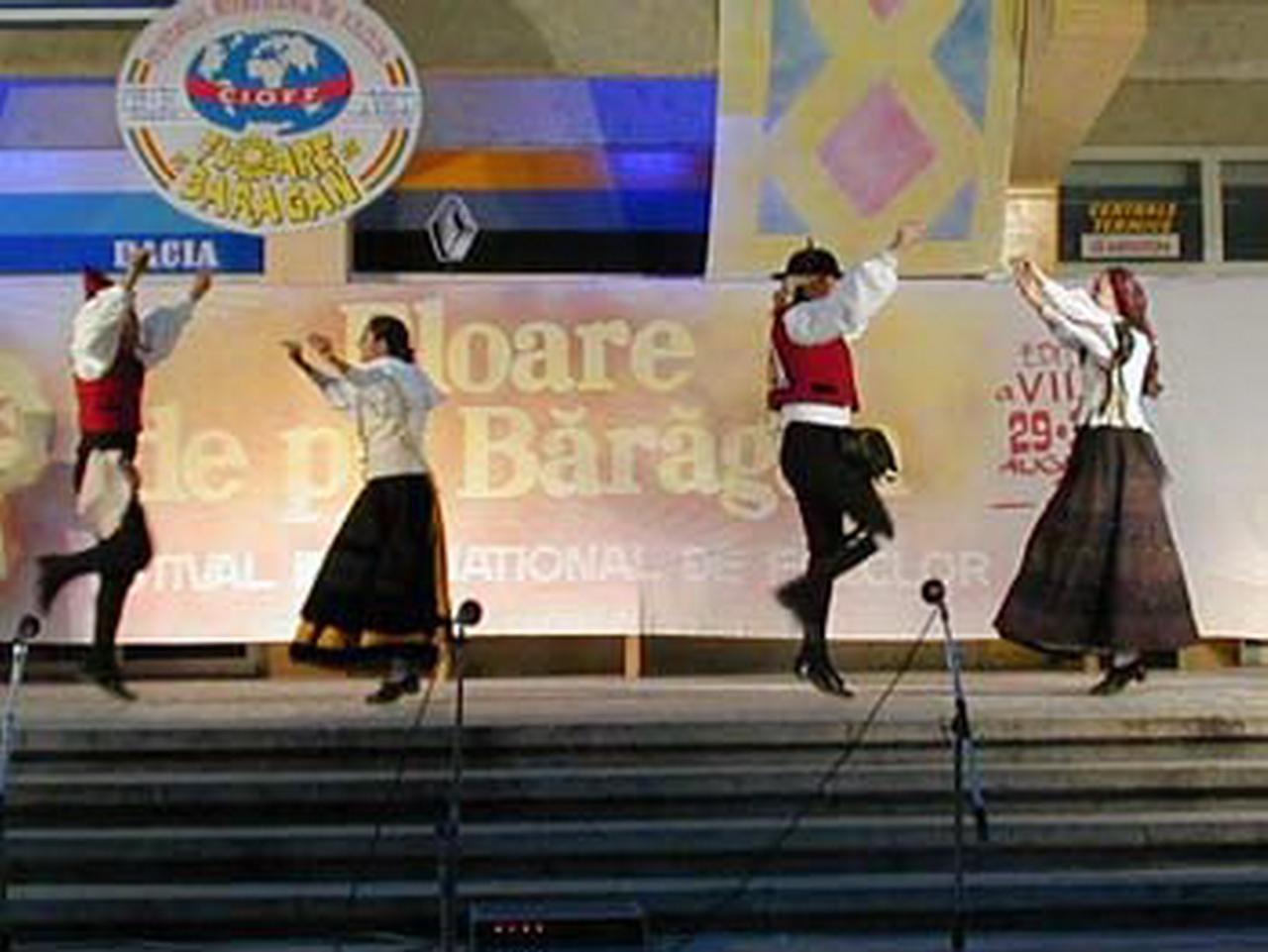 2001 - Ansamblul folcloric \'\'Banda de Gaitas Nova Fronteira & Cartelle\'\' - Spania