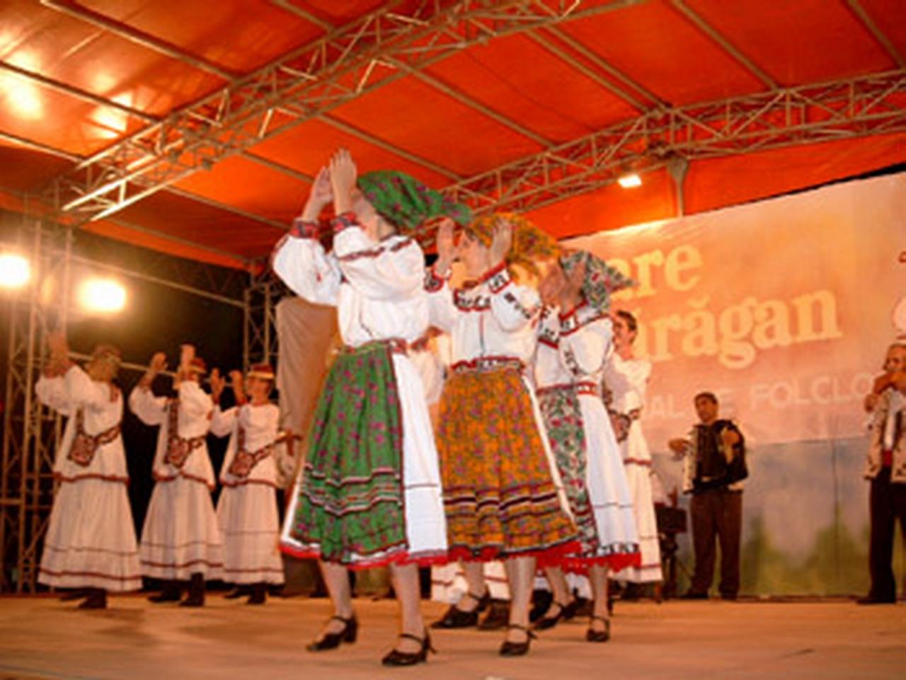 2003 - Ansamblul folcloric \'\'Doina Baraganului\'\' – Romania