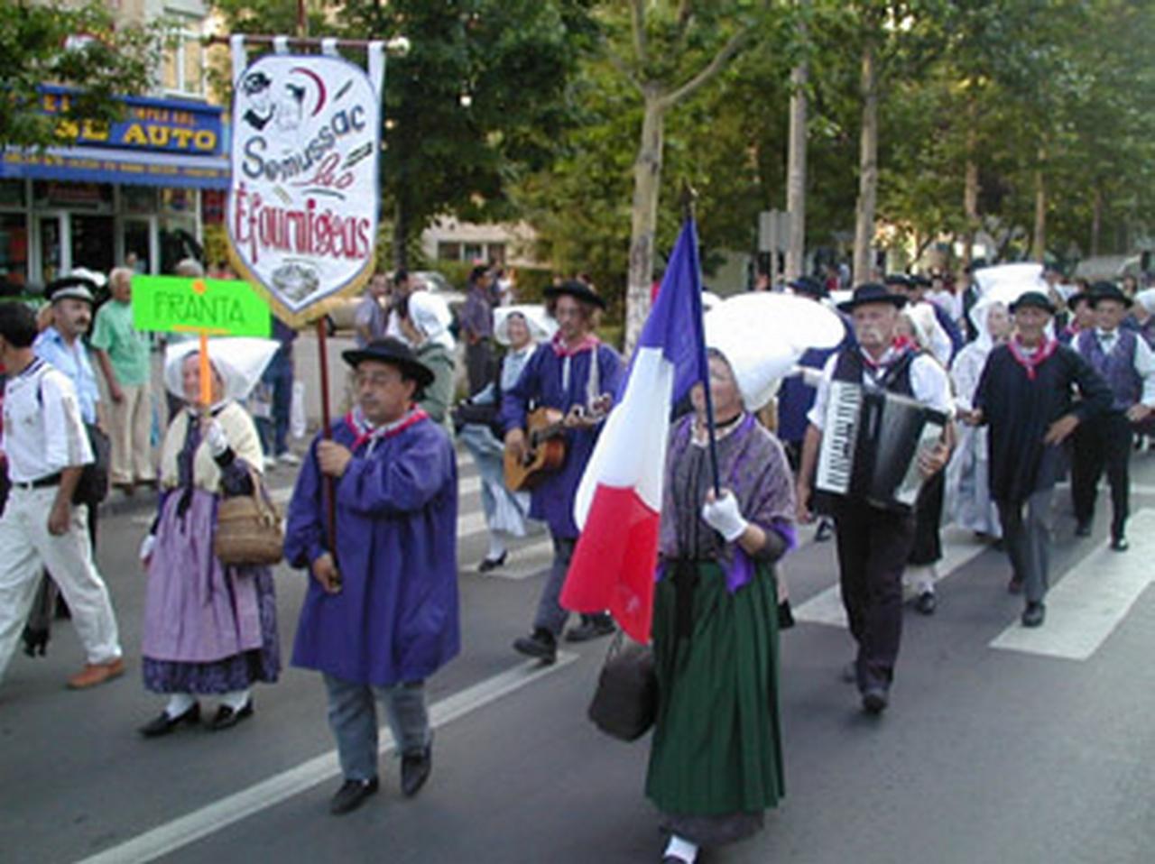 2003 - Ansamblul folcloric \'\'Les Efournigeas\'\' - Franta