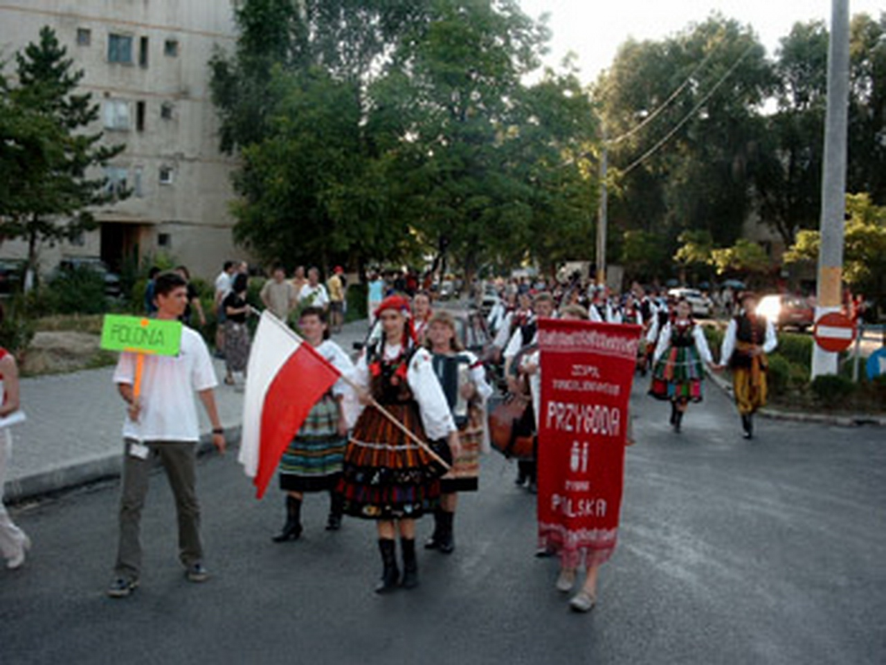 2003 - Ansamblul folcloric \'\'Przygoda\'\' - Polonia
