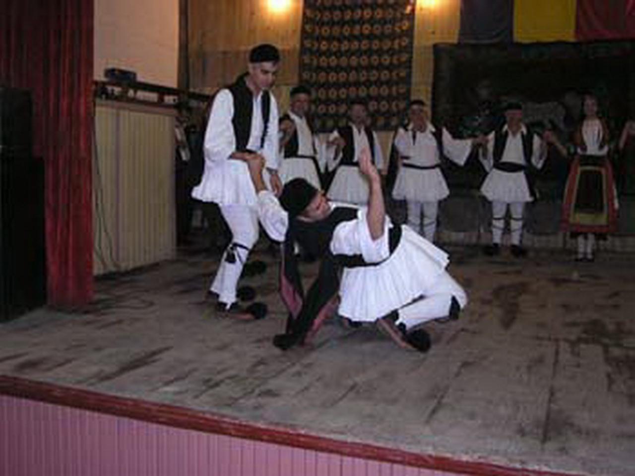 2005 - Ansamblul folcloric \'\'New Krini Group Agia Paraskevi\'\' - Grecia