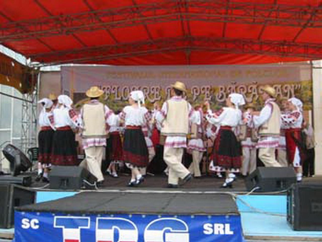 2006 - Ansamblul folcloric \'\'Doina Baraganului\'\' - Romania