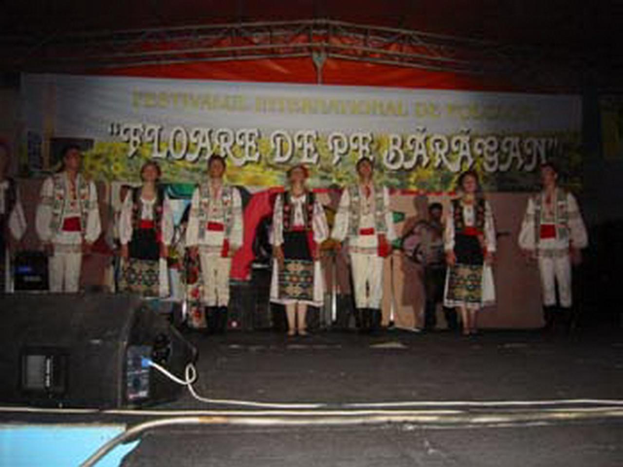2006 - Ansamblul folcloric \'\'Izvoras\'\' - R. Moldova