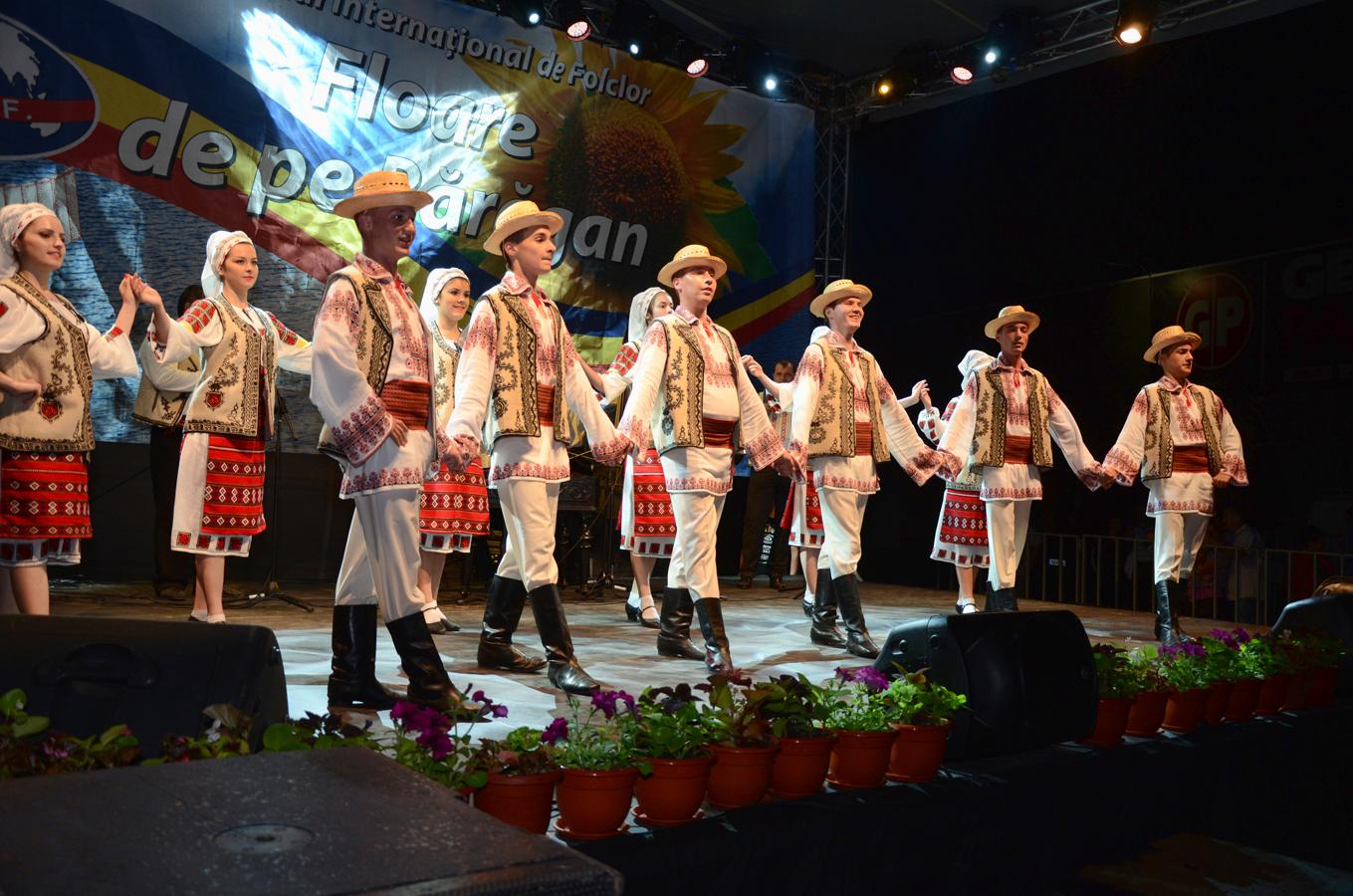 ansamblul-doina-baraganului-_romania-_spectacol-slobozia