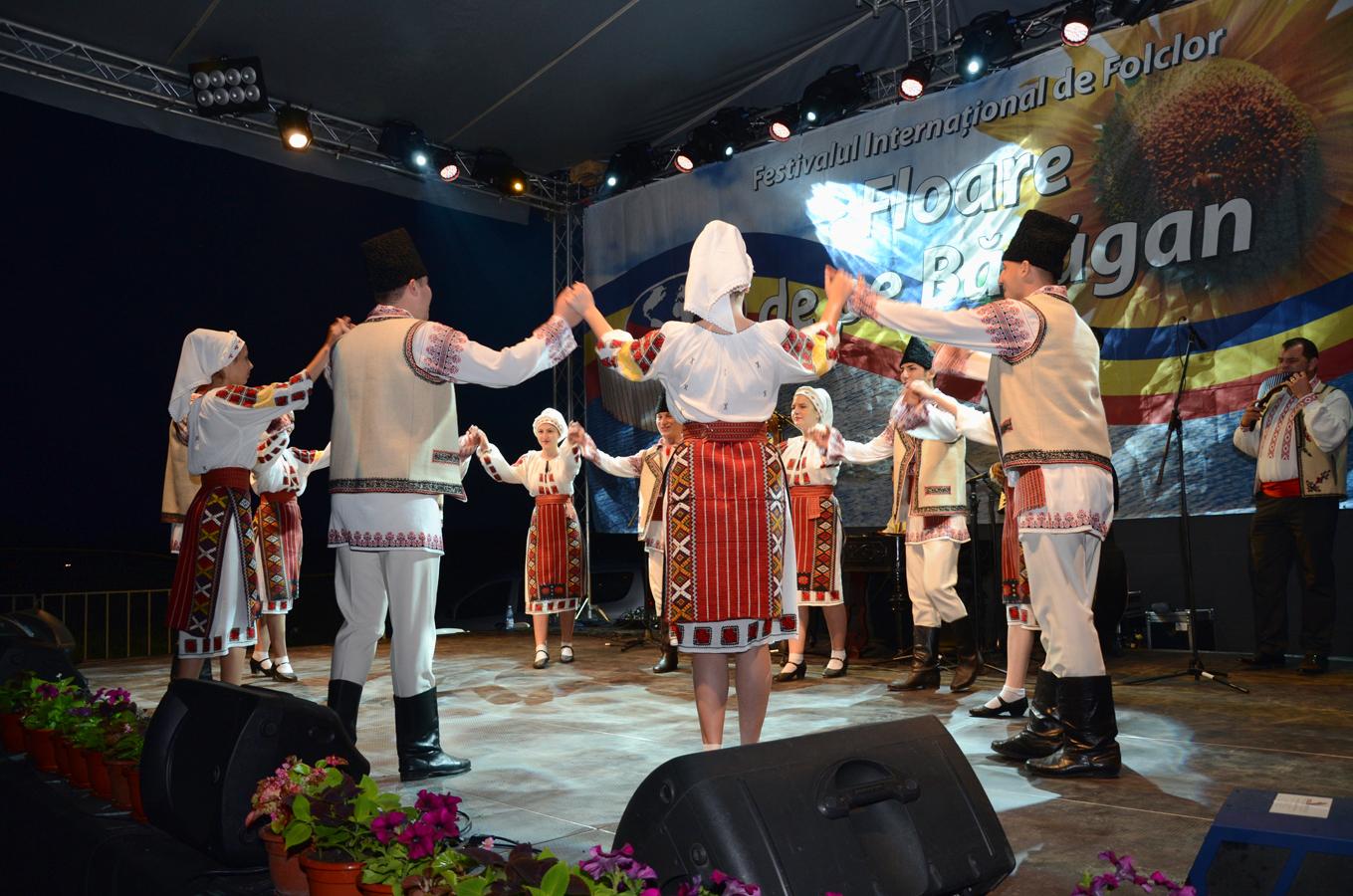 ansamblul-folcloric-doina-baraganului-romania-_spectacol-slobozia