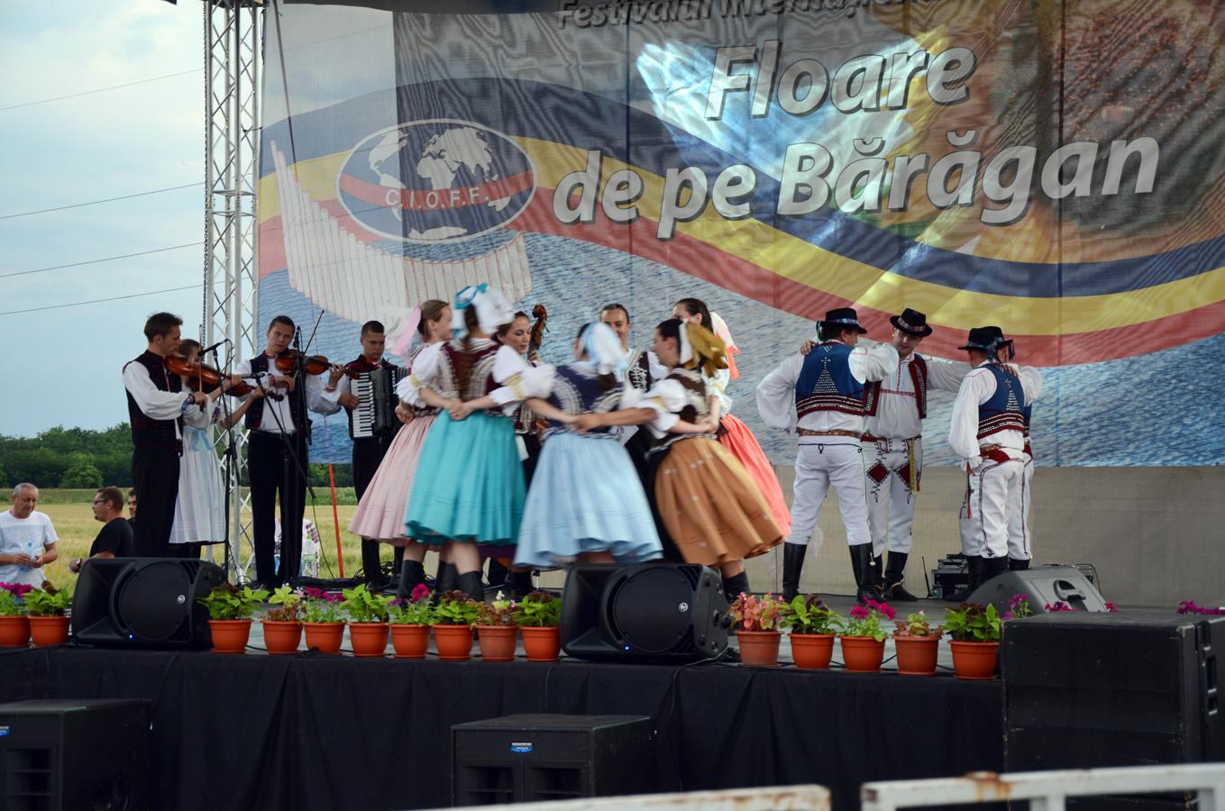 ansamblul-folcloric-krompasan-_-slovacia-spectacol-slobozia_