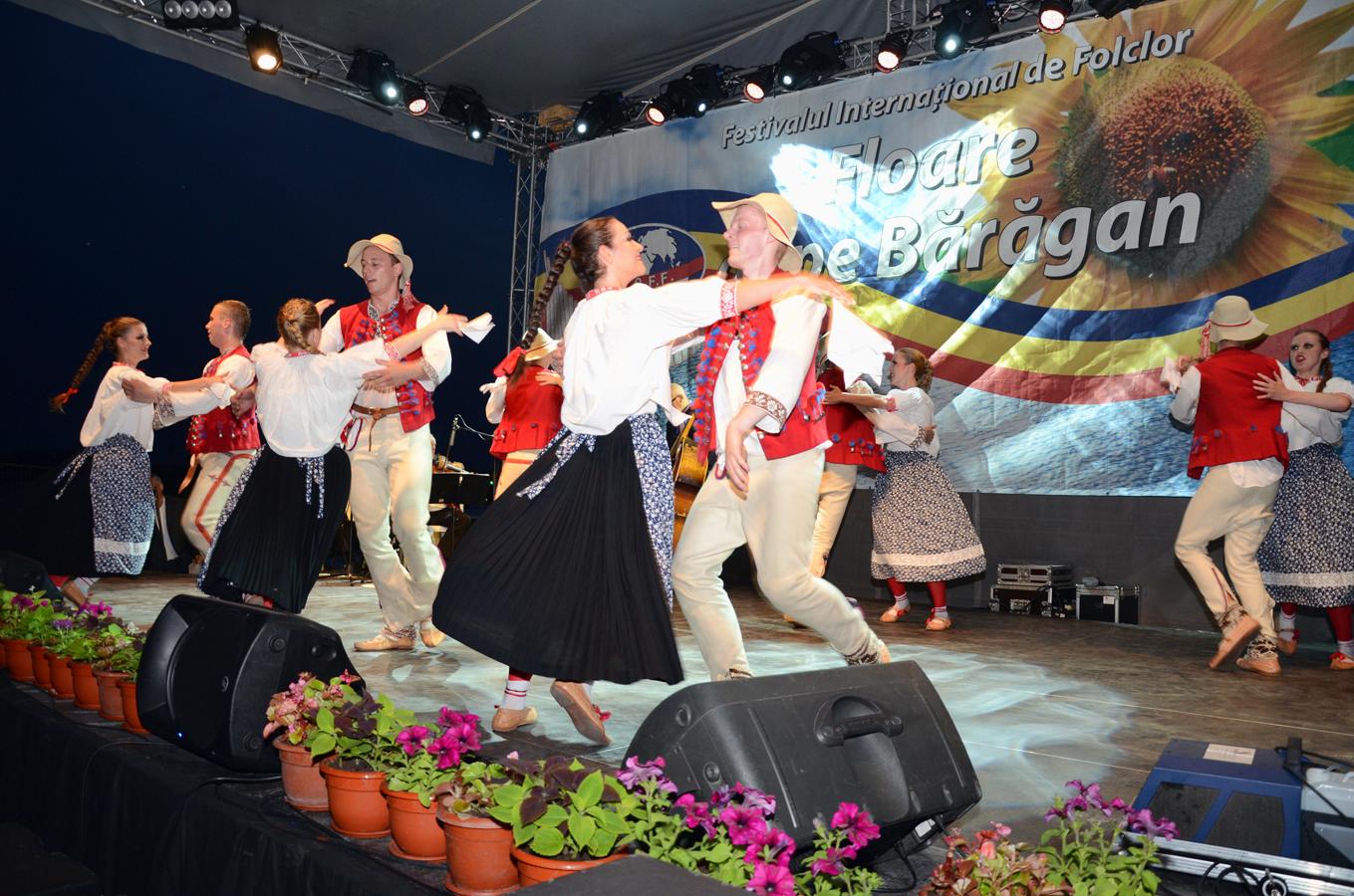 ansamblul-folcloric-poznan-_-polonia-_-spectacol-slobozia_