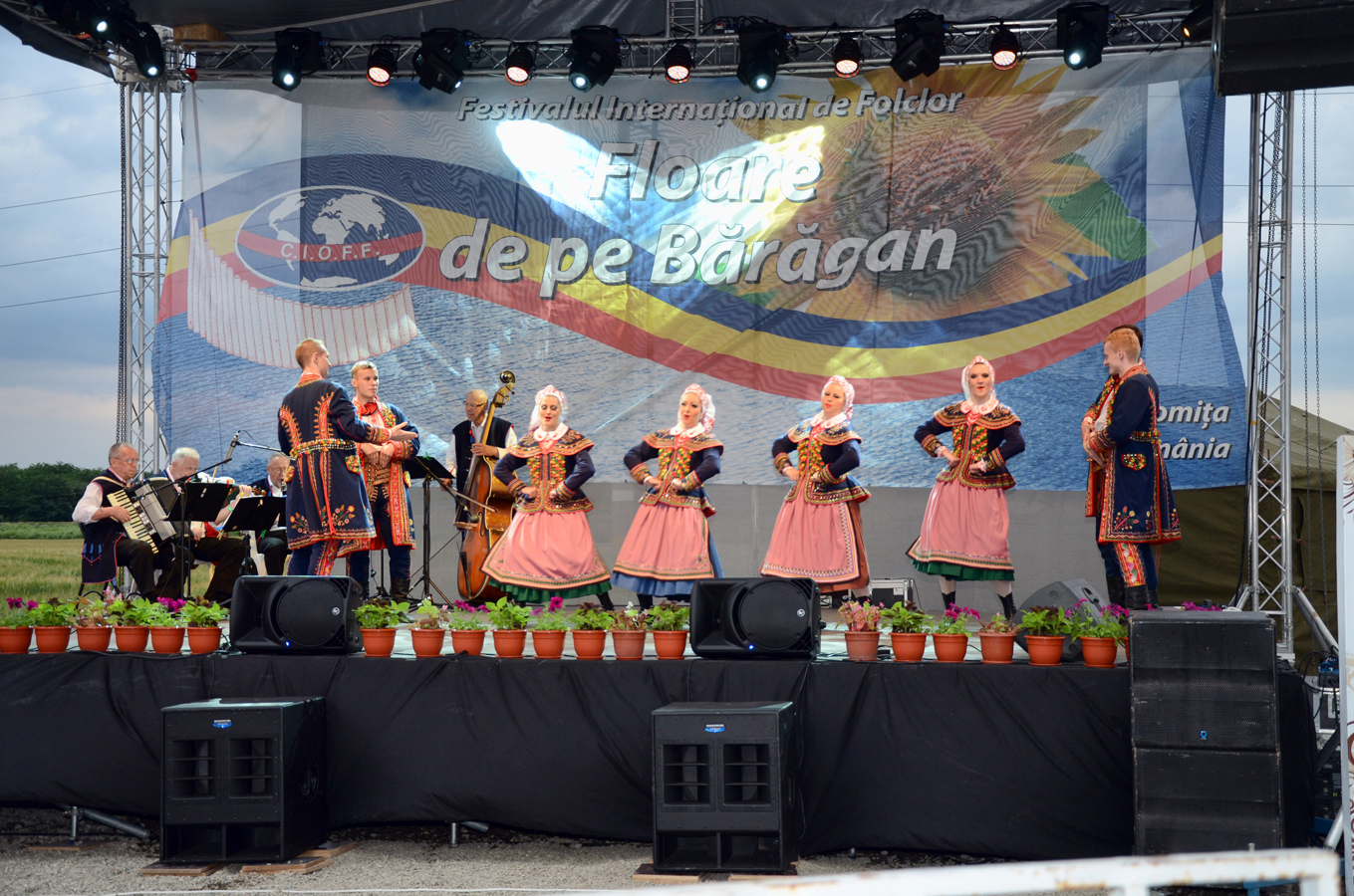 ansamblul-folcloric-poznan-polonia-_-spectacol-slobozia